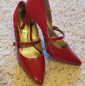 Kelly & Katie size 8.5 red pumps
